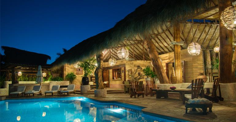 Villa boutique hotel el ensueno by the beach zihuatanejo for Luxury beach boutique hotels